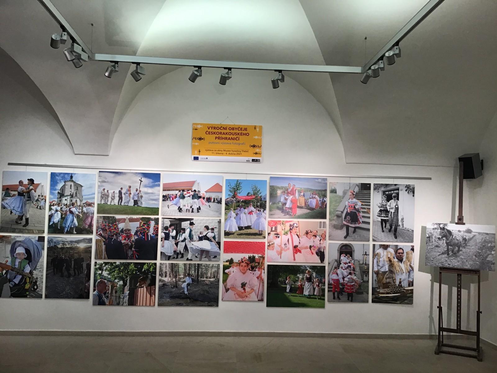 """Fotovýstava """"Výroční obyčeje česko-rakouského příhraničí"""" putuje do dalších regionů"""